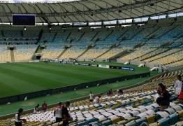 Torcida do Flamengo prepara mosaico no Maracanã para a final da Sul-Americana