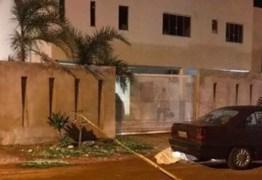 Pai e filho são assassinados após briga com vizinho por causa de uma lixeira
