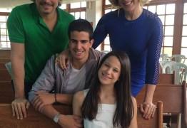 Claudia Raia e Edson Celulari viajam juntos para aniversário da filha