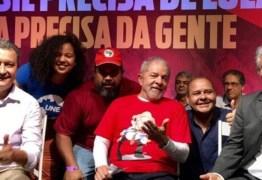 Após decisão do TRF4, PT manterá candidatura de Lula ao planalto