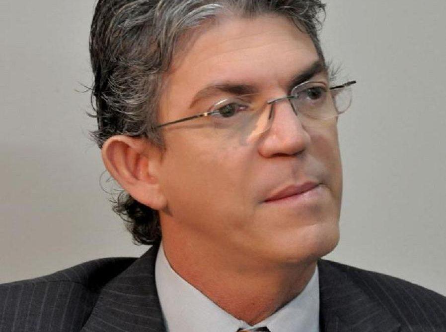 Ricardo Coutinho2 898x670 - Ricardo é um dos governadores que mais cumpre promessas de campanha, avalia imprensa nacional