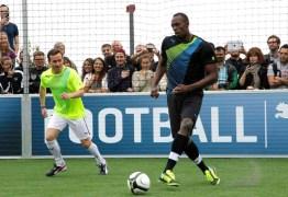 Com o sonho de ser jogador, Bolt acerta com clube de futebol