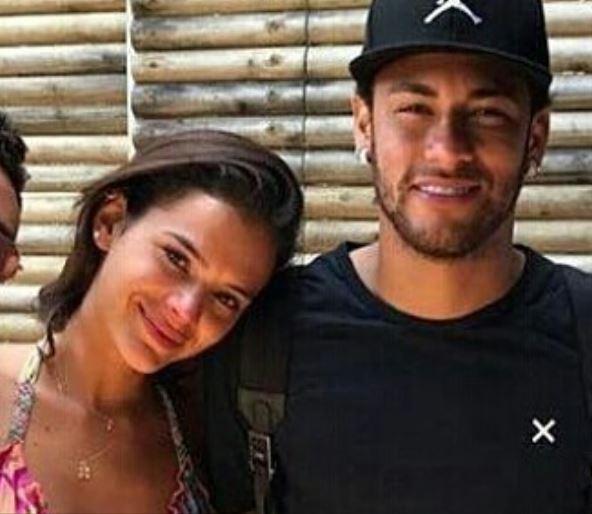 brumar 1 1 - VEJA FOTOS: Marquezine e Neymar beijam muito e atriz chora ao se despedir do craque