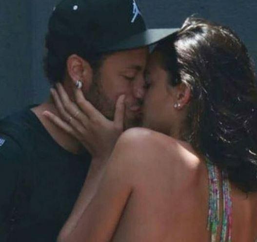 brumar 5 - VEJA FOTOS: Marquezine e Neymar beijam muito e atriz chora ao se despedir do craque