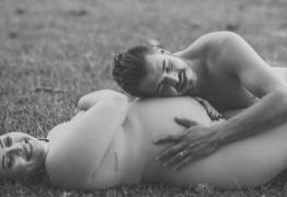Grávida faz ensaio sem roupa com o marido e imagens viralizam – VEJA FOTOS