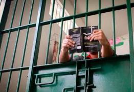 MEC doa livros para presídios da Paraíba