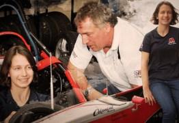 Pai e filha se enfrentam durante corrida em Interlagos