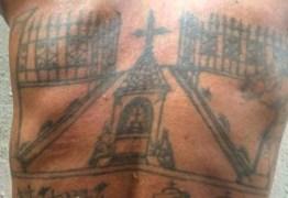 Homem que tatua cova das vítimas nas costas tenta envenenar a filha