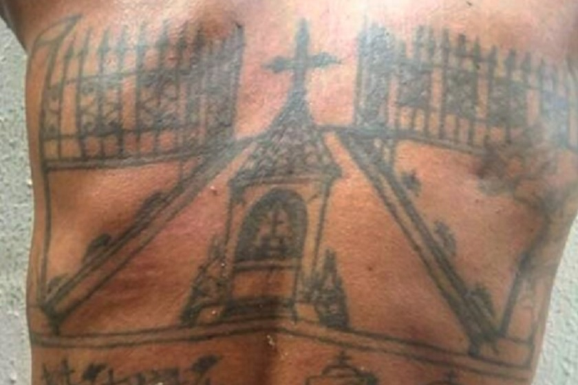 tatuadas - Homem que tatua cova das vítimas nas costas tenta envenenar a filha