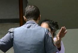 Mulher tenta trocar neto de 4 meses por bebida e acaba detida