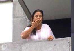 O TRIO TA FORMADO: Ivete aparece na varanda do hospital e fala com imprenssa