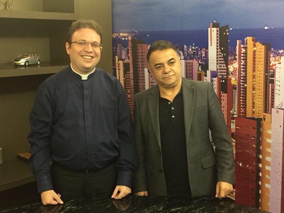 28534249 1738396979549794 1592970690 n - VEJA VÍDEO: Padre Fabrício defende vivência no amor e reprova extremismos pautando a política nacional atual