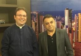 VEJA VÍDEO: Padre Fabrício defende vivência no amor e reprova extremismos pautando a política nacional atual