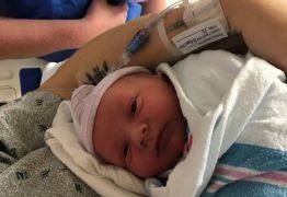 OUÇA: Apresentadora dá à luz ao vivo durante seu programa de rádio