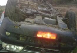 Pelo menos dez ficam feridos em acidente com van que transportava pacientes de Patos