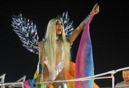 CARNAVAL POLITIZADO: Beija Flor volta a vencer a disputa das escolas de samba no RJ
