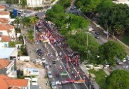Protesto interdita avenida no Centro de João Pessoa