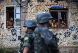 Criminosos deixam favelas do Rio logo após fim de cerco do Exército