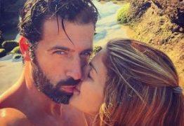 Companheira de Gustavo Santos exibe silhueta com foto em topless