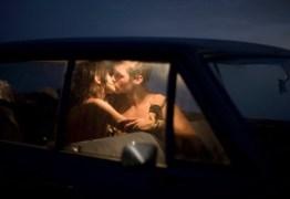 Casal morre sufocado após fazer sexo em carro dentro de garagem
