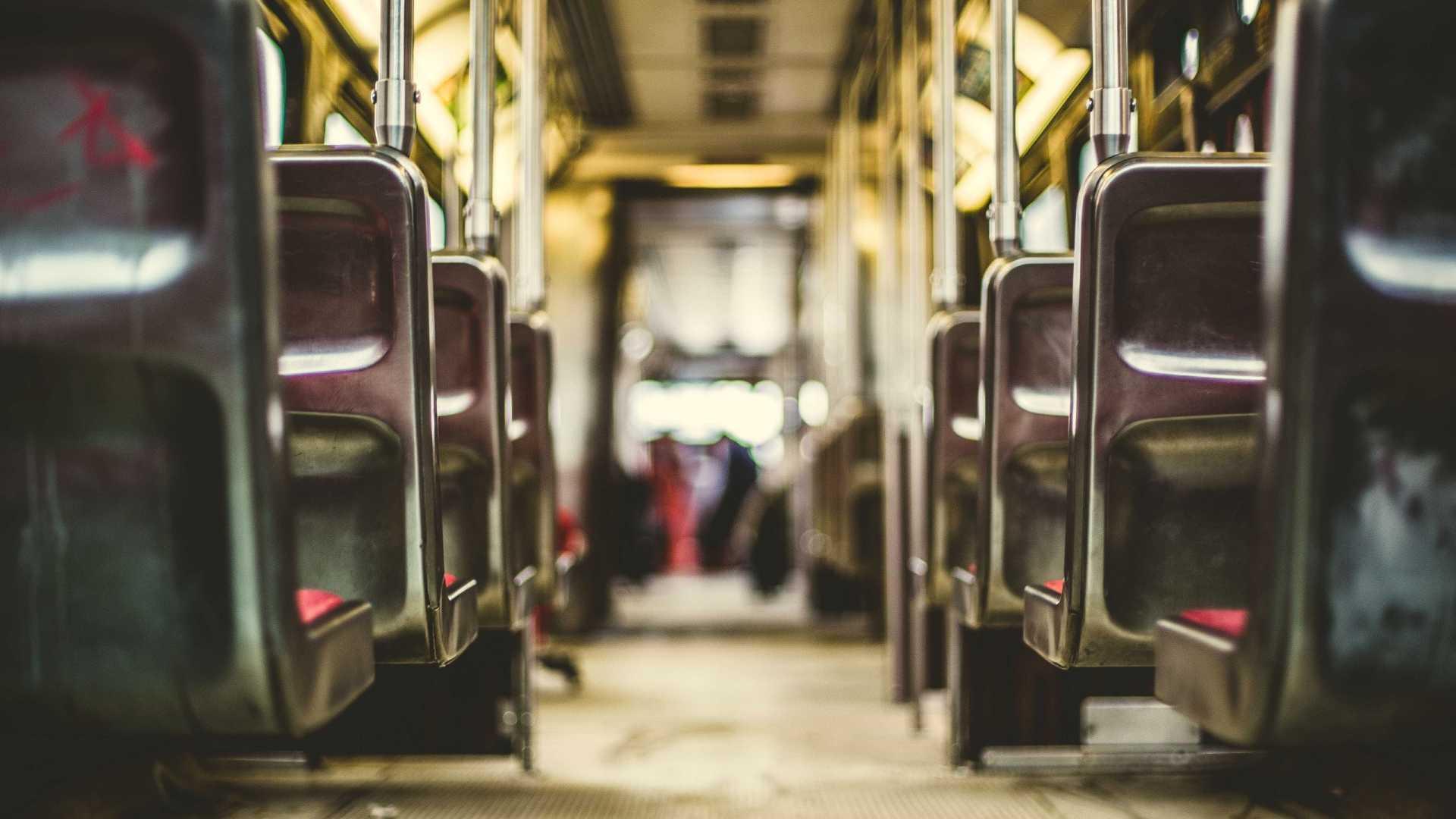 naom 5a39a7e267804 - Homem é detido após ejacular em menina de 13 anos em ônibus