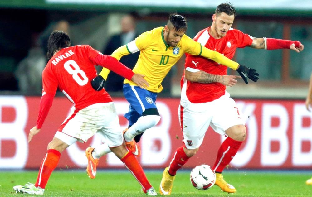 neymar brasil reu3 - Preparador físico vê 'lado bom' em lesão de Neymar