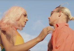 VEJA VÍDEO: Pabllo Vittar dá beijaço em cantor internacional em seu novo clipe
