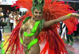 Tapa-sexo de rainha de escola de samba cai durante desfile- VEJA VÍDEO