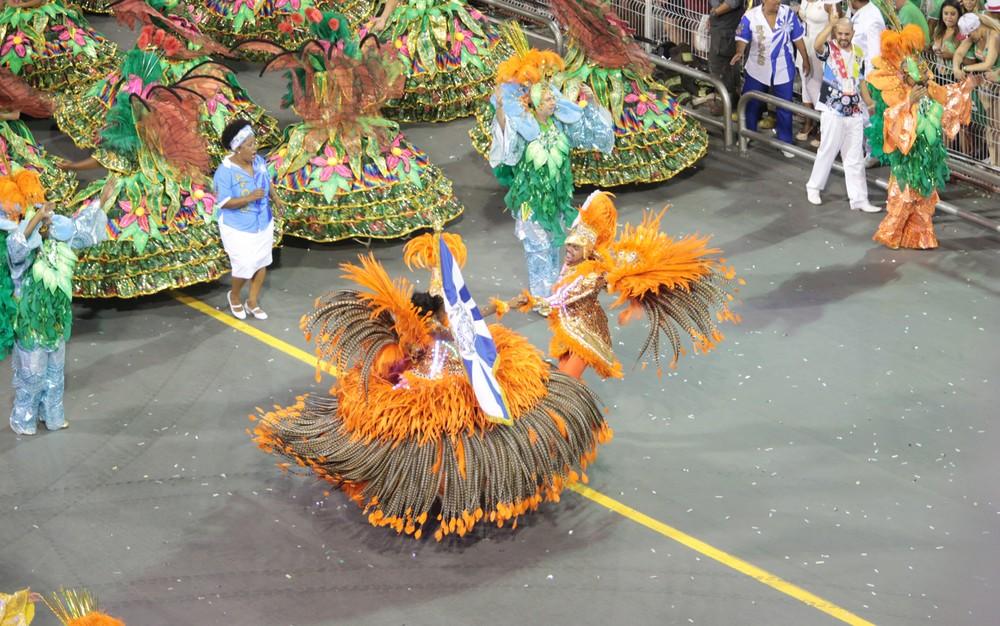 tat4 1 - Notas das escolas de samba do Grupo Especial chegam ao Anhembi com escolta da PM
