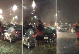 VEJA VÍDEO: Mulher usa criança como 'guarda-chuva' para escapar de temporal