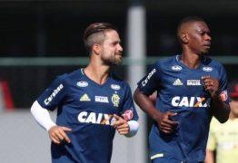 Juan elogia Julio Cesar no Flamengo e se diz contente com a dedicação de Adriano nos treinos