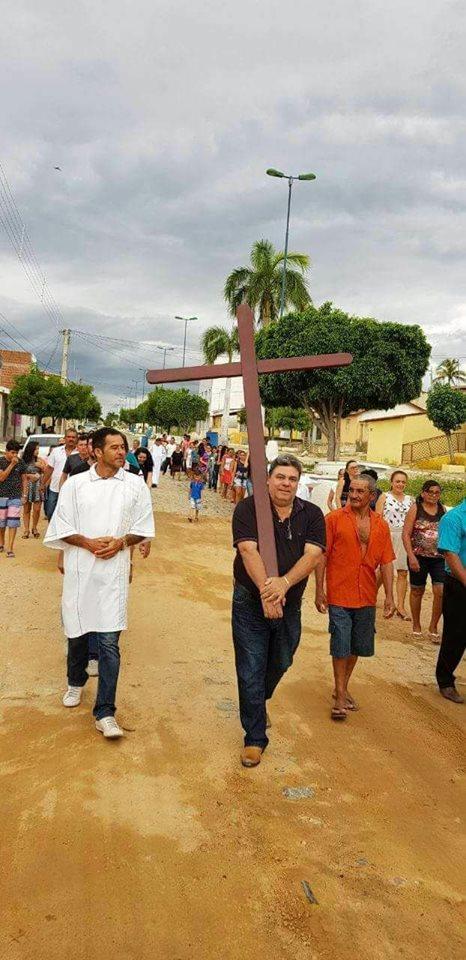 29595331 1718833161489362 12414024668036397 n - INUSITADO: deputado Antônio Mineral carrega cruz em via-sacra, no sertão da Paraíba