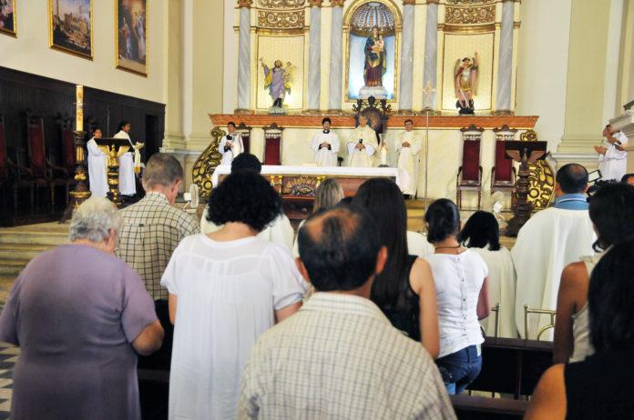 Missa de natal na basílica 251213NalvaFigueiredo 13 696x462 - Confira horários de missas e cultos de Ano Novo em João Pessoa e Campina Grande