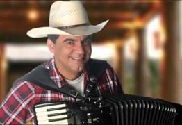 Cantor Ton Oliveira se recupera bem depois de cirurgia de câncer