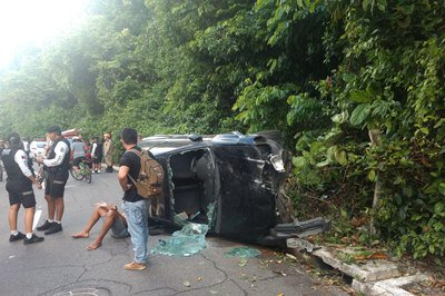 atropelamento cabo branco - VEJA VÍDEO: homem atropela duas mulheres, tenta fugir e capota carro na Orla de João Pessoa