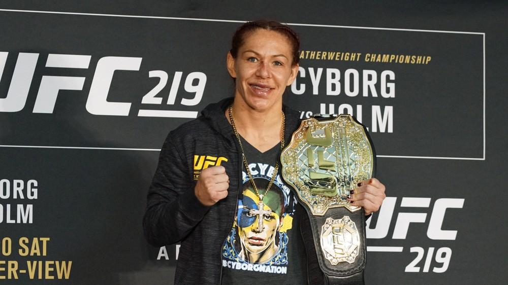 cyborg - Em fim de contrato no UFC, Cyborg explica motivo de aceitar desafio