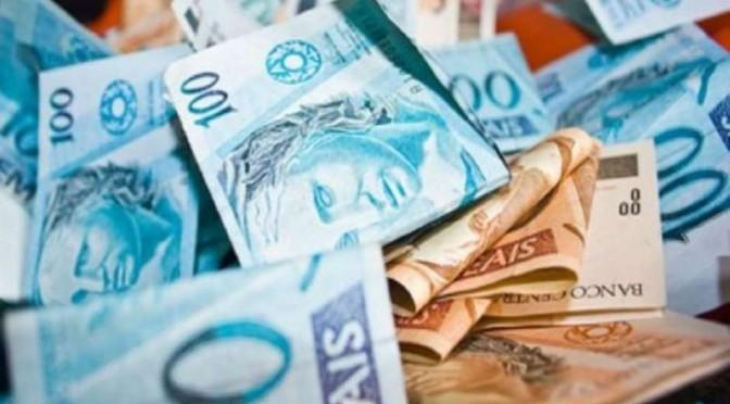 dinheiro 2 672x372 - QUEM TEM MAIS? Partidos receberam R$ 1,3 bilhão para as eleições 2018