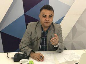 gutemberg cardoso mão estendida 300x225 - VEJA VÍDEO: A chatice da espera na política paraibana - Por Gutemberg Cardoso