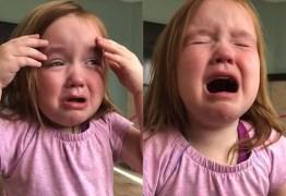 Menina vai às lágrimas porque não consegue parar de sonhar com waffle