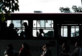 Menina nega dar ovo de Páscoa a ladrão e é jogada para fora de ônibus