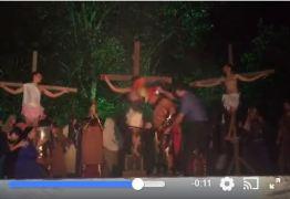 Paixão a Cristo: Homem agride ator para 'salvar' Jesus em encenação – VEJA VÍDEO