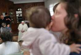 Papa Francisco faz visita surpresa a prisioneiras na Itália