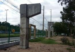 Trânsito em trecho da BR-230 é alterado para instalação de passarela, na PB
