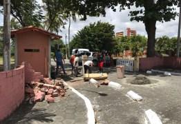 CASO DE POLÍCIA: Derrubada do portão da granja por Pâmela Bório vai parar na delegacia