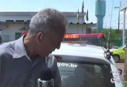 VEJA VÍDEO: Repórter da Globo é atingido por viatura da PM ao vivo
