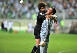 Atlético-MG tem redenção de Victor, bate Figueirense e avança na Copa do Brasil