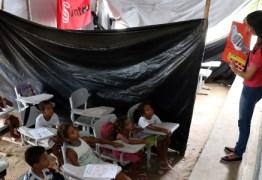 IMPRENSA NACIONAL: Prefeitura de Areia envergonha a Paraíba,  Alunos assistem a aulas debaixo de lonas e sem merenda na Paraíba