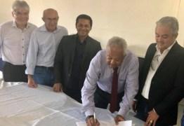 INCENTIVO À EDUCAÇÃO: Prefeito de Alhandra assina convênio que garante desconto na Universidade de Goiana