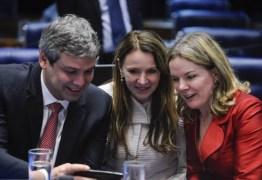 """Após proibição, deputados aprovam """"inspeção"""" no prédio da PF para visitar Lula"""