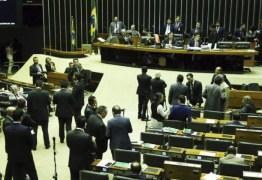 ESPERTOS? 18% dos deputados trocam de partido na janela partidária